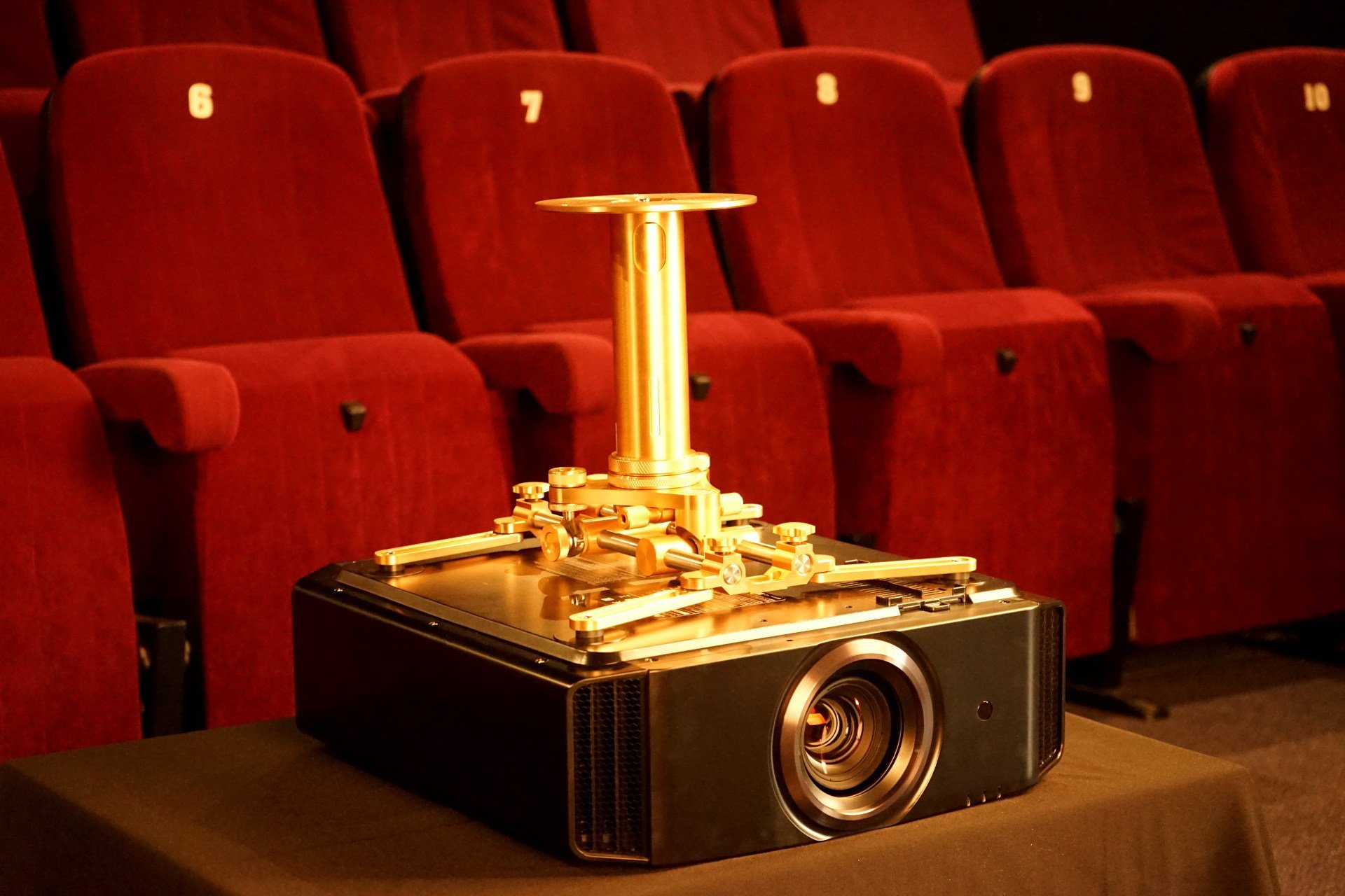celexon omg 1000 ros gold deckenhalter f r beamer jvc x5500 x7500 x9500 sony vw550 vw520. Black Bedroom Furniture Sets. Home Design Ideas