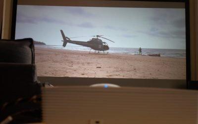 Günstige Beamerlösung fürs Wohnzimmer – Optoma HD28DSE mit CineGrey 5D Rahmenleinwand in Berlin
